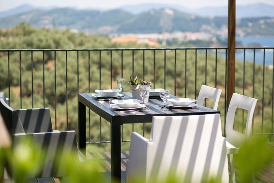 CASSIOPE OUTDOORS DINING