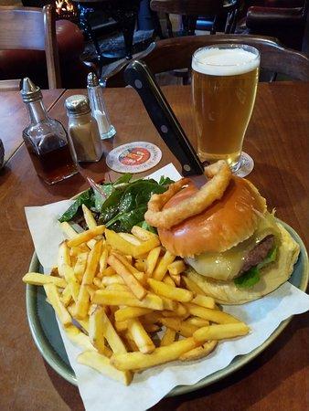 Hartshorne, UK: Delicious Burger and Chips