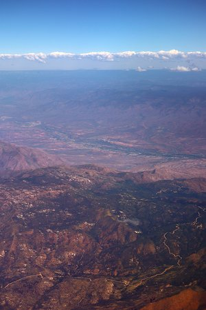 United Airlines: UA248 PHX to ORD 737-900 FC Seat 2A - Takeoff From PHX - Heading East