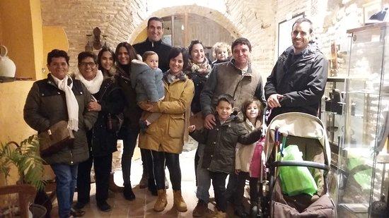 Familias de malagueños, riojanos y madrileños conociendo los restos arqueológicos de Entorno Toledo, mil gracias y hasta pronto  :) .