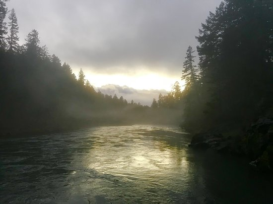 River Vista Vacation Homes and Lodging: As the light changes the environment reveals itself more and more.