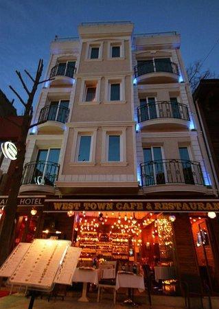 Harika bir yer Sultan ahmet Charm hotel Tavsiye ederim. yemekleri çok lezzetli herşey harika