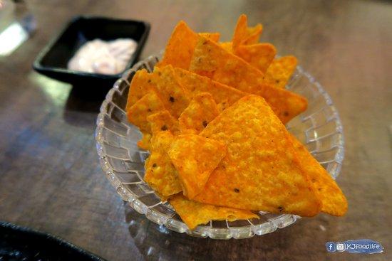 Cocina 3 Tapas Restaurant & Bar: 墨西哥脆片
