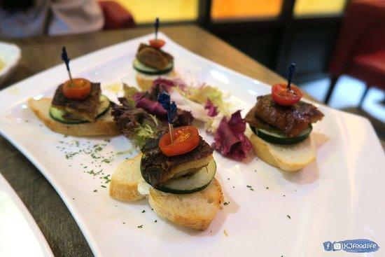 Cocina 3 Tapas Restaurant & Bar: 西班牙香燒乳豬仔