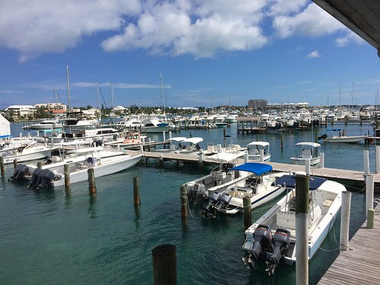 EAT Bahamas Tours: A view from my outside restaurant table that over-looks the harbour! What beautiful weather!
