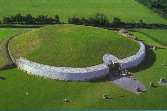 Newgrange megalithic tombs.3200bc...