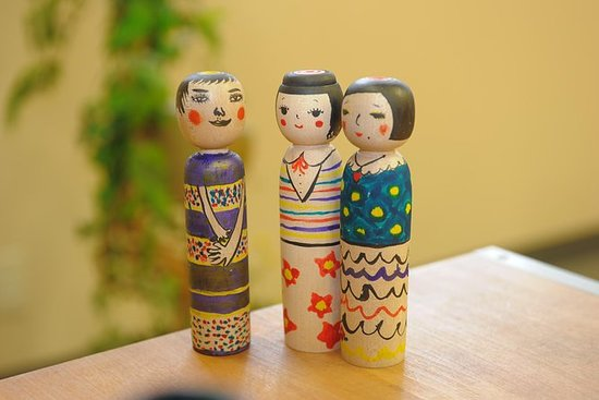 Painting your Kokeshi Doll at Its...