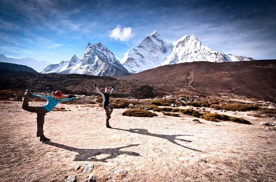 Yoga nel campo base dell'Everest