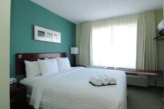 West Warwick, RI: Suite
