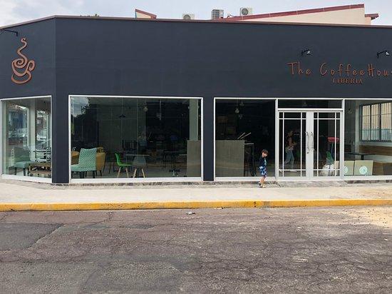 The Coffee House Liberia: fachada
