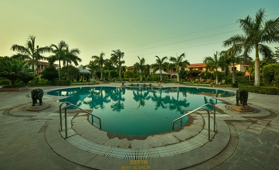 Hotel Pool Side