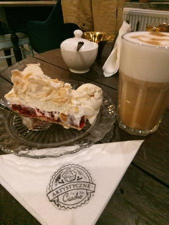 Ciasto Z Malinowa Galaretka I Beza Oraz Latte Picture Of