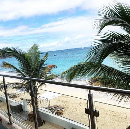 Saint Martins, Μπαρμπάντος: Arrêtez un instant de regarder la TV et admirez ce que notre île vous offre ! Un ciel aussi bleu que la mer ! 💧 #HotelsinSXM ▫️
