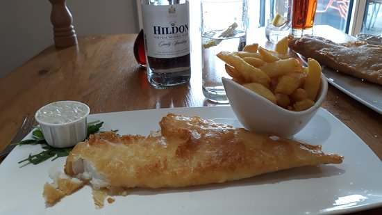 Crab & Winkle Restaurant: Cod and chips