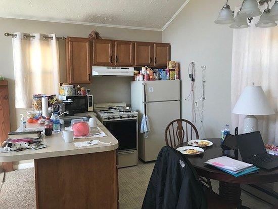 Vilas, Karolina Północna: Small but adequate kitchen and eating area