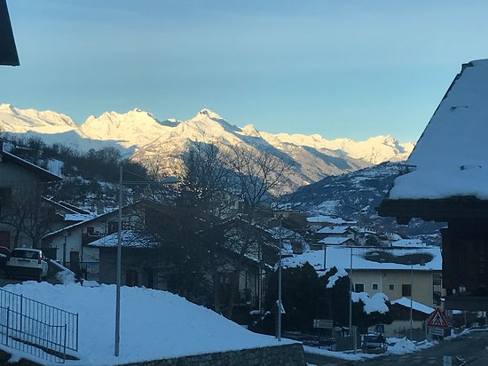 Charvensod, Italien: Veduta nel tardo pomeriggio