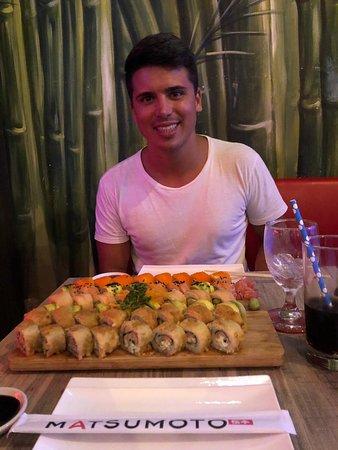 Muy rico el sushi y súper abundante.