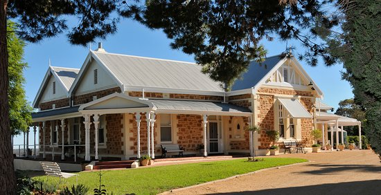 Loxton, Australia: The Pines Homestead and Gardens