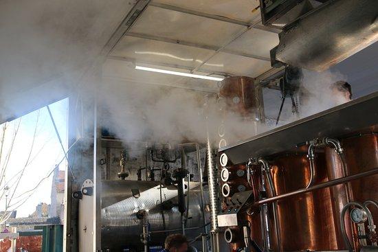 Beaune, Francia: cet alambic sert à distiller les marcs de raisin et les lies de vin