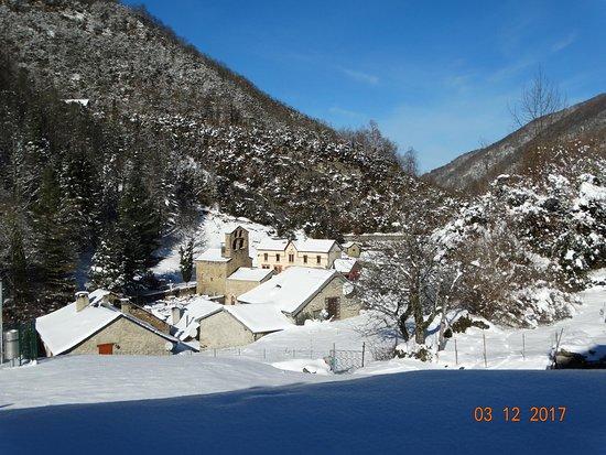 De Quincey Village, سيشيل: Village de Salau en hiver et son église
