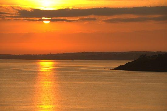 Cotes-d'Armor, France: Lever de soleil sur la baie de Saint Brieuc
