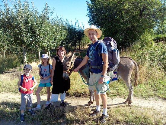 Maclas, France: Une famille sur le départ pour la journée