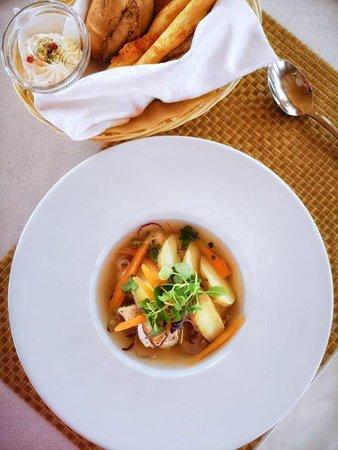 Рыбный бульон из рыбы утреннего улова с морским окунем и овощами - 5.00 €