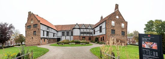 Gainsborough Old Hall in Lincolnshire was an important site for the Mayflower Pilgrims when they were worshipping in secret as Separatists. The Hall is open to visitors, you can take a guided audio tour which is excellent. The kitchen, great hall and bedrooms give a real life example of how the hall would have been when it was lived in. Henry VIII visited here.