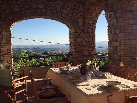 Calvi dell'Umbria, Italia: Lunch on the patio