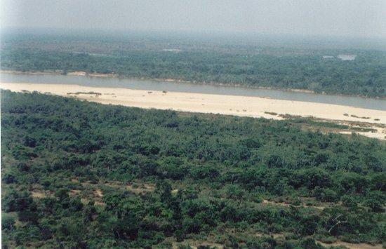 Parque Estadual e Floresta do Araguaia, em São Miguel do Araguaia - GO. Hotspot mundial da biodiversidade, a Unidade de Conservação possui 12,8 mil hectares e protege paisagens milenares do Araguaia, florestas e várzeas, fauna diversificada e rica, beleza cênica inigualável, encravada no Planalto Central, no ecótono entre o Cerrado e a Amazônia.