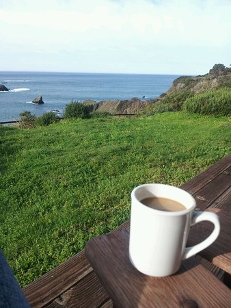 Albion, CA: Great view to go with your morning coffee on your own private deck