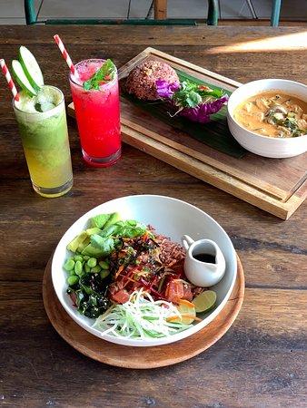 Отличный ресторан с интересным интерьером и вкусной едой