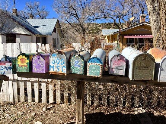 Cedar Crest, นิวเม็กซิโก: Mail boxes in Madrid