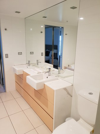 Shared bathroom with 2nd bedroom