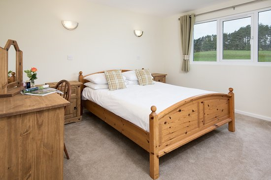 Bellingham, UK: Double bedroom in Cheviot Lodge with stunning views of the Northumberland National Park