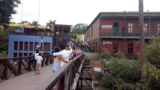 Bridge of Sighs: El Puente de los Suspiros es un lugar mágico y encantador ubicado en Barrancos, su ubicación estratégica frente al mar le conceden un plus atractivo para el visitante turístico.
