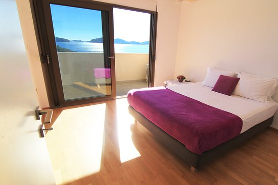 Palaio Tsifliki, Griekenland: Sea view Bedroom with king-size double bed, 2nd floor, Feel the Sea Villa