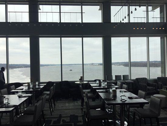 East Moline, IL: Top floor Bar/Restaurant overlooking the Mighty Mississippi!