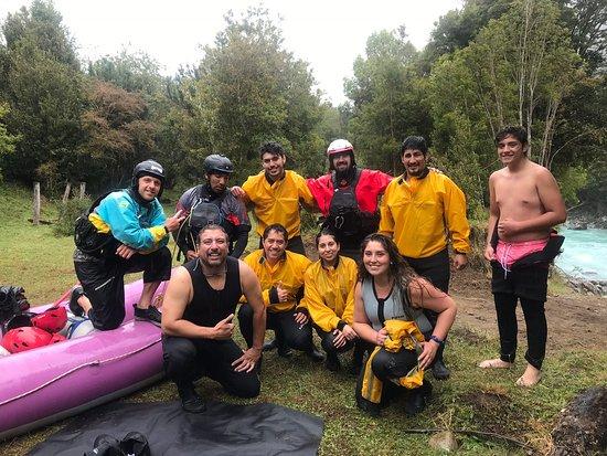 Hornopirén, Chile: Excelente grupo, el descenso por el Rio Blanco muy excitante.... los guias Rudy y Cory muy profesionales y conocedores del Rio y el rafting una disciplina apasionante. De todas maneras volveremos