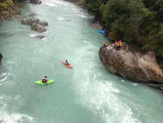 Hornopiren, Chili: Excelente grupo, el descenso por el Rio Blanco muy excitante.... los guias Rudy y Cory muy profesionales y conocedores del Rio y el rafting una disciplina apasionante. De todas maneras volveremos