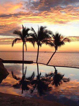 Poolside sunrise (7am)