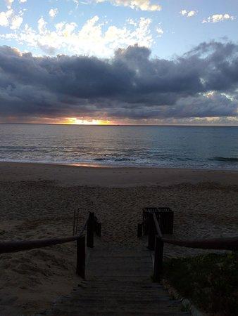 amanhecer na praia do forte.