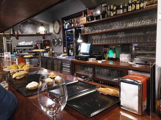 BAR ZALLA, Zumaia - Fotos, Número de Teléfono y Restaurante Opiniones -  Tripadvisor