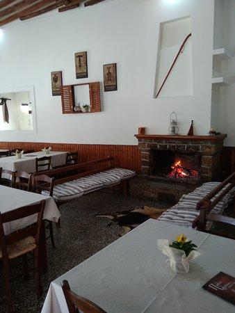 Ταβέρνα στο γραφικό και ιστορικό χωριό της Δράκειας Πηλίου.. στην κεντρική πλατεία του χωριού μας..