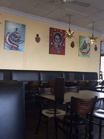 Hughson, كاليفورنيا: The art in this restaurant is cool.