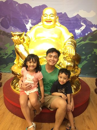 Big Buddha with kids