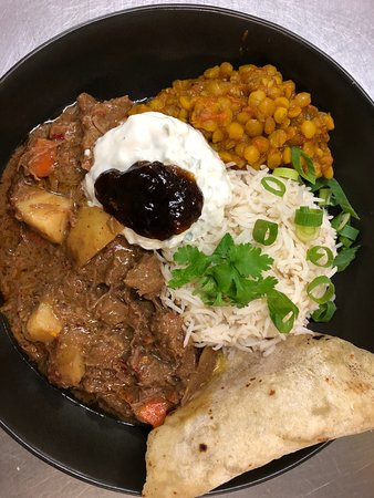 Imbil, ออสเตรเลีย: Indian bowl: Beef Renang using Cinnebar Valley Beef, Organic Dhal, house made Roti, Raita and mango chutney