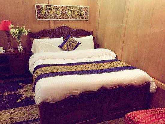 Lake Victoria Houseboats 19 2 4 Updated 2020 Prices Guest House Reviews Srinagar Kashmir Tripadvisor