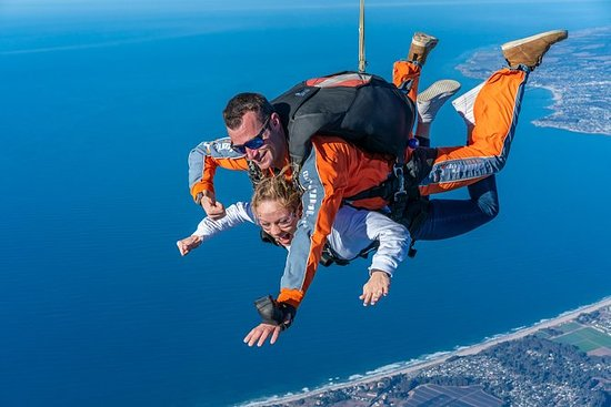 Tandem Skydiving med bilder og video...
