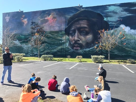 ‪‪Tour St Pete BTI LLC‬: Absolutely amazing street art from Nomad Clan SHINE 2018!  Art is good for young, old and everyone in between.  Check out the Grand Central Mural Tour.‬